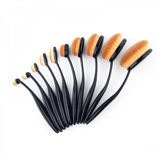 סט מברשות איכותיות במרקם משי רך וצפיפות שיער מרבית . המרקם והעיצוב של המברשות מאפשר מריחה מקצועית ואחידה של האפור , ומשאירות אפקט חלק ואחיד